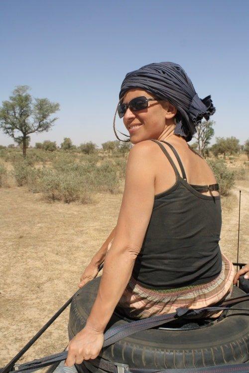 """alt=""""In versione tuareg tra i colori della savana"""""""