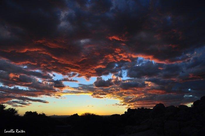 """alt=""""Tra le mete esotiche per eccellenza... la Namibia! Tramonto infuocato al Fish River Canyon - foto di Lorella Roiter"""""""