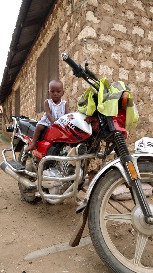 """alt=""""Scorci di vita quotidiana in Kenya"""""""