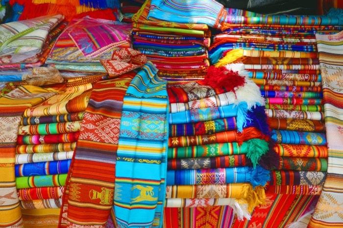 """alt=""""I colori del mercato di Otavalo"""""""