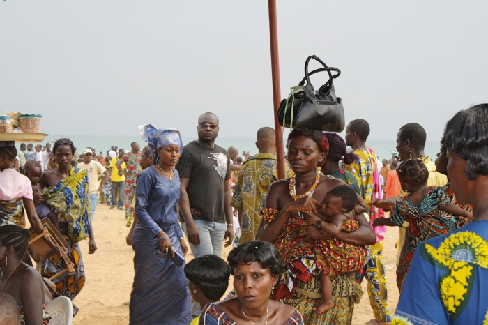 "alt=""Sulla spiaggia Jacquot di Ouidah"""