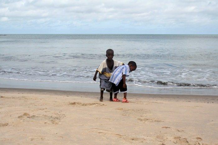 """alt=""""Sulla spiaggia di Kajountine"""""""