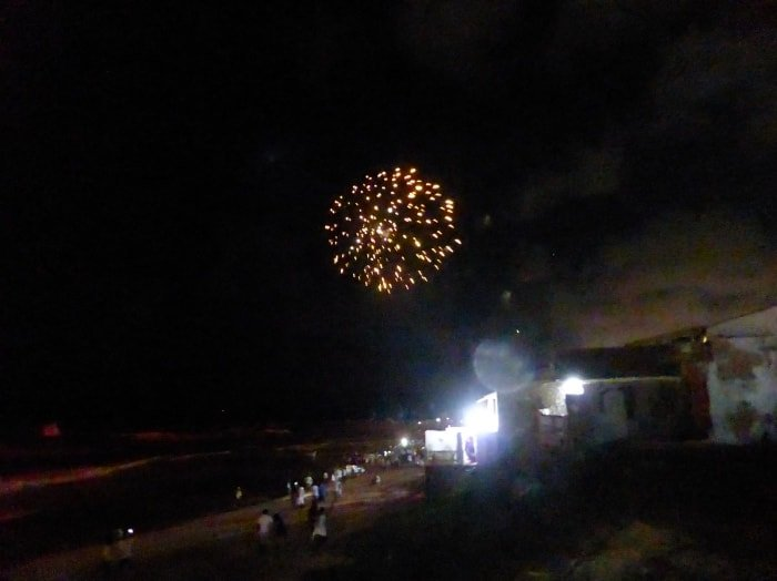 """alt=""""Fuochi d'artficio ad Arembepe per salutare il nuovo anno"""""""