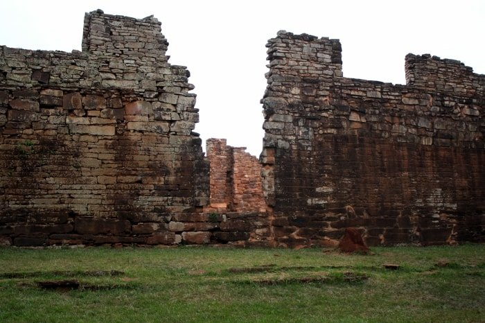 """alt=""""Resti del sito archeologico di San Ignacio Mini"""""""