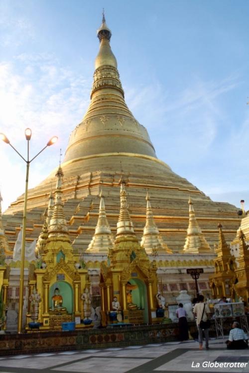 "alt=""La Shwedagon Pagoda di Yangon - Birmania fai da te"""