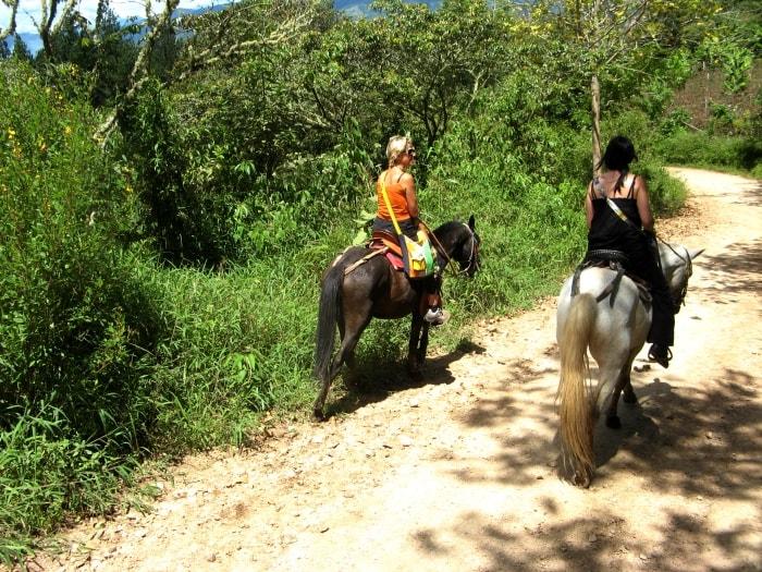 "alt=""A cavallo per il parco archeologico San Agustin"""