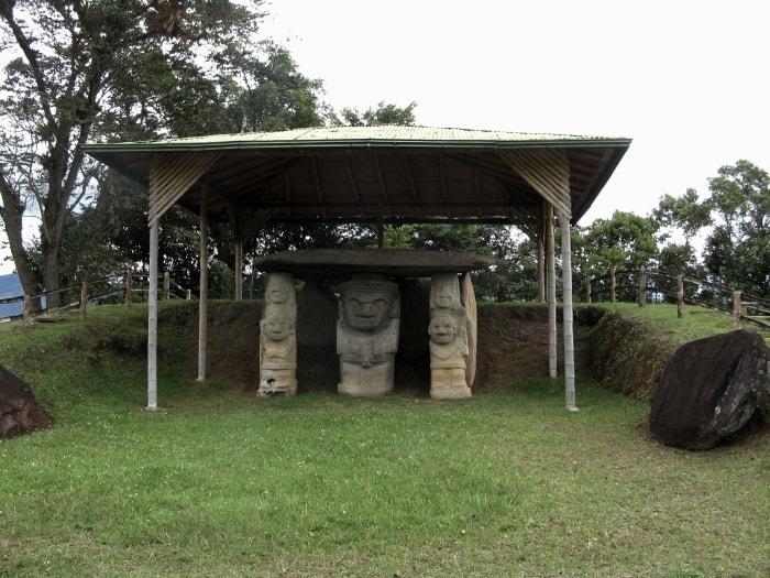 """alt=""""Dolmen del parco archeologico San Agustin"""""""