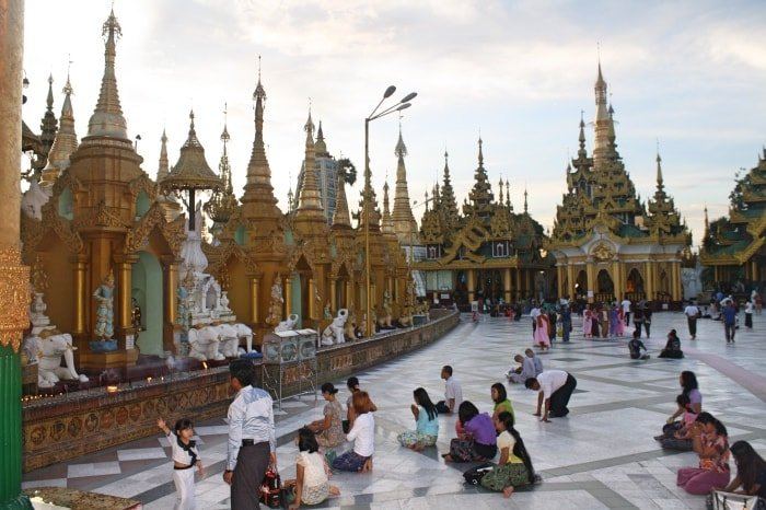 "alt=""Nella Shwedagon Pagoda di Yangon"""