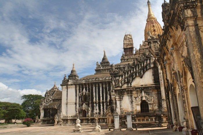 """alt=""""Tra i templi di Bagan"""""""