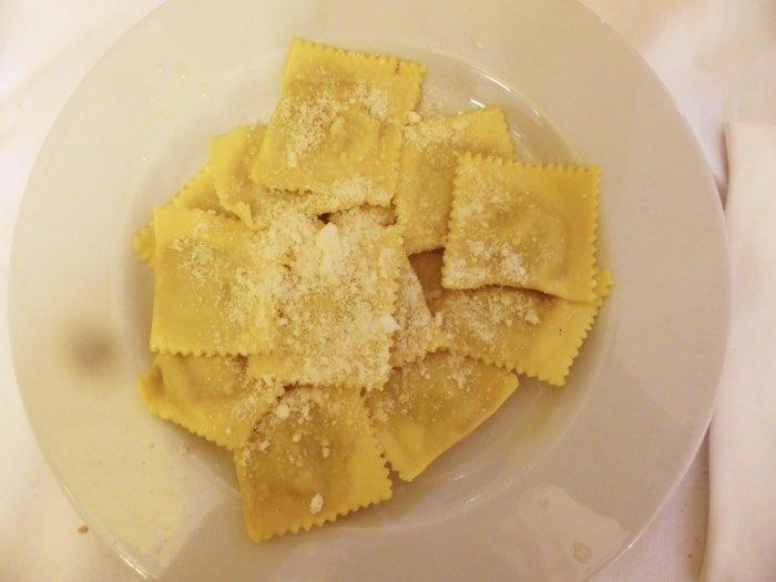 """al=""""Cosa fare a Mantova? Provare i tortelli di zucca... divini!"""""""