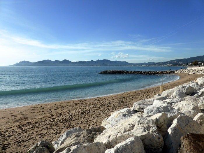 """alt=2Sulla spiaggia di Cannes"""""""