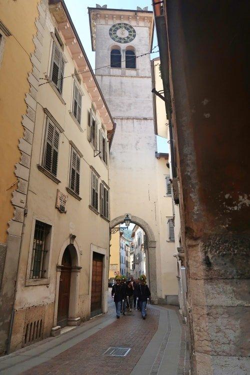 """alt=""""Scorcio di Rovereto durante la processione dell'Ausiliatrice"""""""