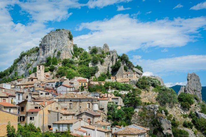 """alt=""""Borghi in Abruzzo. Pennadomo - foto di Massimo Aggius Vella"""""""