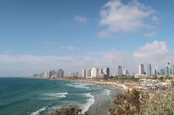 """alt=""""Israele fai da te con lo skyline di Tel Aviv in primo piano"""""""
