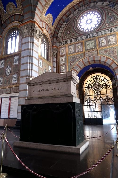"""alt=""""Alessandro Manzoni riposa al Cimitero Monumentale di Milano"""""""
