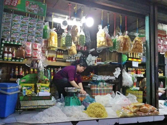 """alt=""""Cosa fare a Phnom Penh? Un giro al Mercato Russo - foto di Conny Vagabonda"""""""