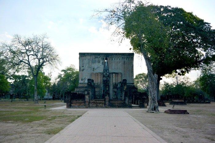 "alt=""Tra Buddha e rovine secolari del Sukhothai Historical Park - foto di Ckory Pena Velazquez"""
