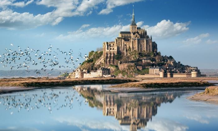"""alt=""""Visita all0abbazia di Mont Saint-Michel durante il viaggio di gruppo in Normandia"""" -"""