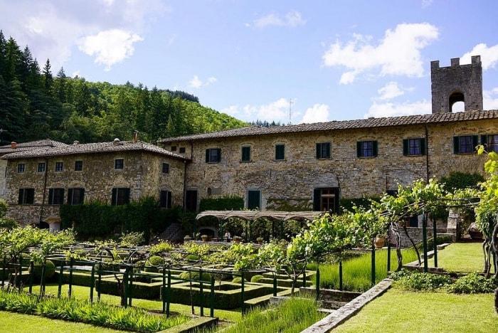 """alt=""""Con il trekking in Toscana si raggiunge Badia a Coltibuono"""""""
