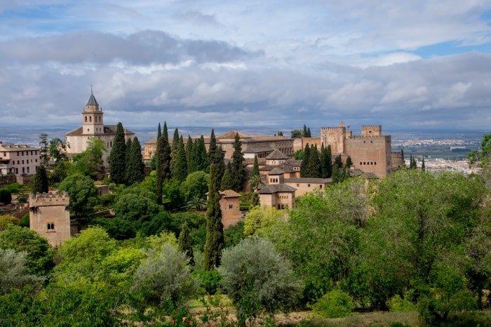 """alt=""""Viaggio di gruppo in Andalusia. Panoramica dell'Alhambra di Granada"""""""