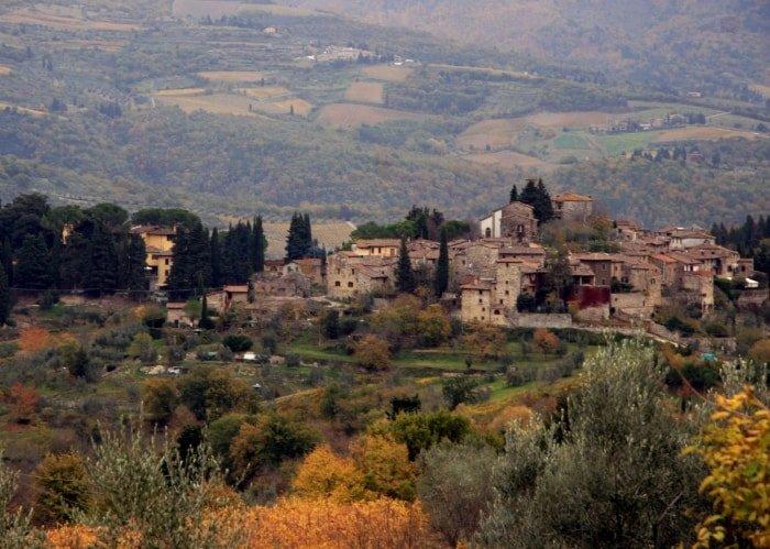 "alt=""Trekking in Toscana e vista panoramica su Grevein Chianti - Photo Credits FSNT."""