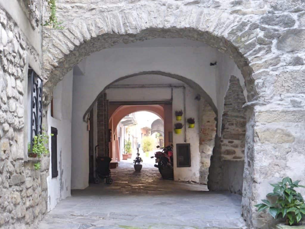 """alt=""""Viaggio nell'Oltrepo' Pavese tra storia, sapori e colori"""""""