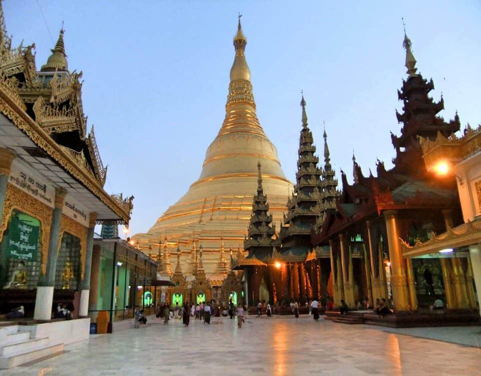"""alt=""""La Shwedagon Pagoda, il gioiello buddhista di Yangon"""""""