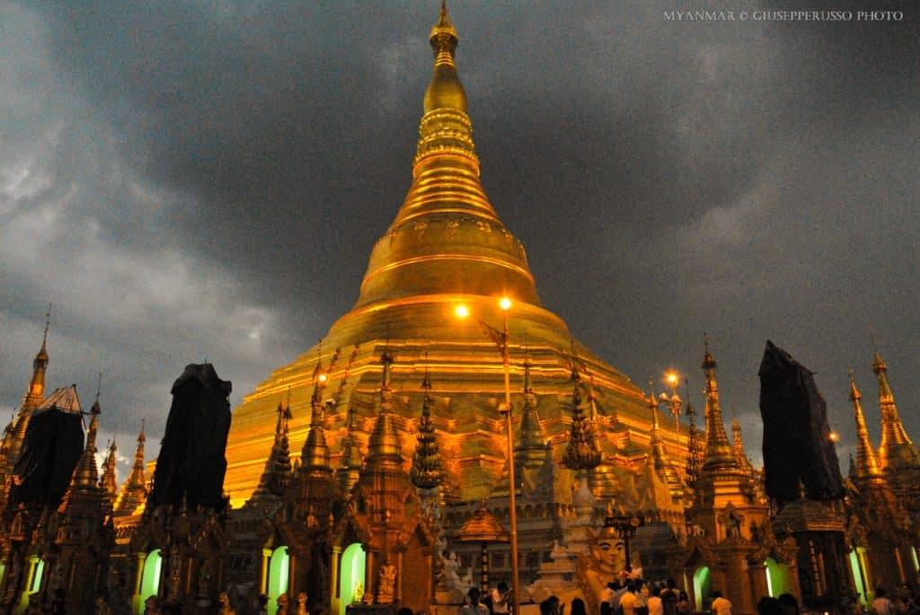 """alt=""""La Shwedagon Pagoda, il gioiello buddhista di Yangon (PhotoCredits @Giuseppe Russo)"""""""