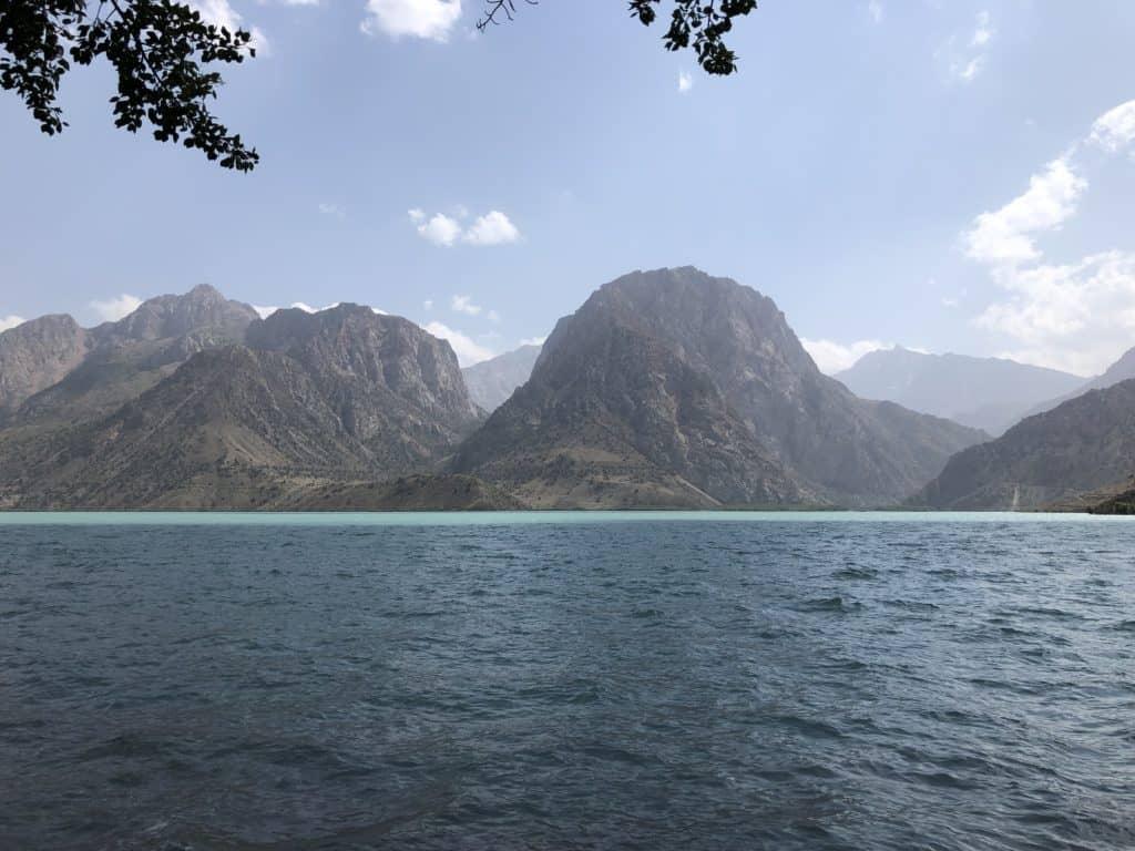"alt=""viaggio in Tajikistan: il lago Iskanderkul"""